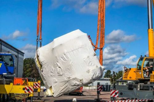 The floor for the sputter factory is wrapped in white sheets. It´s being delivered to ChromoGenics with cranes.