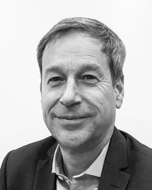 Black and white profil picture of Lars Ericsson, CFO & Head of Communications at ChromoGenics